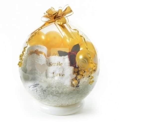בלון הפתעה לבן שי,מגבות,מתנה מתוקה פרליני פררו רושה