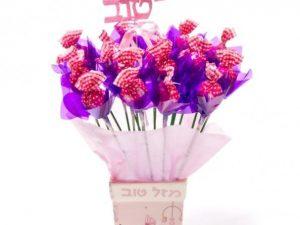 חלומות מתוקים בורוד המכיל : 20 פרחי שוקולד בורודקישוט מזל טוב/דובי
